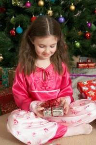 Weihnachtsgeschenke für Kinder (© Dylan Ellis/Digital Vision/Thinkstock)